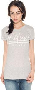 T-shirt Hilfiger Denim w młodzieżowym stylu