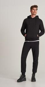 Czarne spodnie sportowe Reserved z dresówki