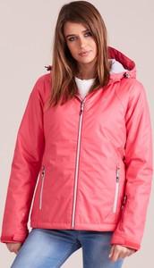 Różowa kurtka Sheandher.pl w sportowym stylu