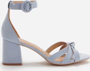 Niebieskie sandały Reserved