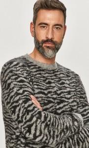 Sweter AllSaints z okrągłym dekoltem w młodzieżowym stylu
