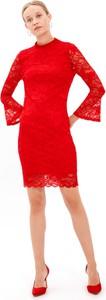 Czerwona sukienka Gate mini z długim rękawem
