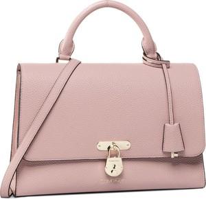 Różowa torebka Calvin Klein matowa średnia na ramię