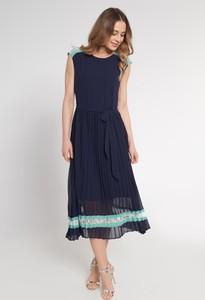 Sukienka QUIOSQUE z okrągłym dekoltem