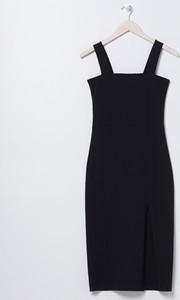 Czarna sukienka Sinsay dopasowana midi