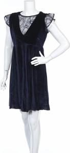 Granatowa sukienka MOLLY BRACKEN z okrągłym dekoltem mini
