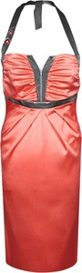 Czerwona sukienka Fokus midi z dekoltem w kształcie litery v dopasowana