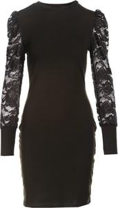 Czarna sukienka Multu z okrągłym dekoltem z długim rękawem