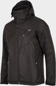 Czarna kurtka 4F w sportowym stylu