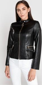 Czarna kurtka Guess krótka w stylu casual