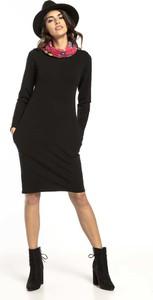Sukienka Tessita prosta z długim rękawem z golfem