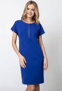 Niebieska sukienka QUIOSQUE z okrągłym dekoltem z krótkim rękawem prosta
