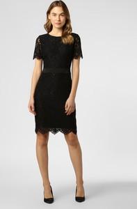 Czarna sukienka Hugo Boss mini z jedwabiu z okrągłym dekoltem