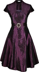 Fioletowa sukienka Fokus z krótkim rękawem rozkloszowana midi