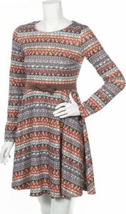 Sukienka Nommo z długim rękawem w stylu casual