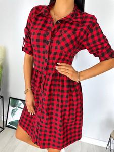 Czerwona sukienka ModnaKiecka.pl w bożonarodzeniowy wzór z długim rękawem