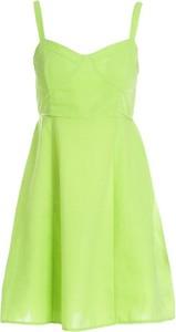 Zielona sukienka Multu z dekoltem w kształcie litery v na ramiączkach
