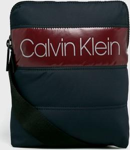 Granatowa torba Calvin Klein ze skóry ekologicznej