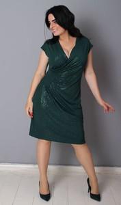 Zielona sukienka Oscar Fashion z dekoltem w kształcie litery v prosta