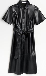 Sukienka Reserved midi z krótkim rękawem szmizjerka