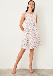 Sukienka Trendyol mini bez rękawów z okrągłym dekoltem