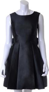 Czarna sukienka Kate Spade bez rękawów midi z jedwabiu