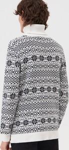 Sweter Sinsay w młodzieżowym stylu