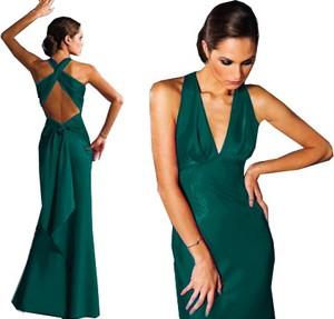 Sukienka Camill Fashion dopasowana z dekoltem w kształcie litery v