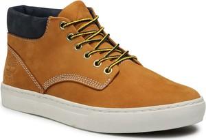 Brązowe buty zimowe Timberland w sportowym stylu