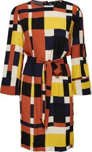 Sukienka Selected Femme z okrągłym dekoltem prosta w stylu casual
