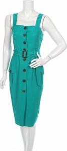 Zielona sukienka Michelle Keegan z okrągłym dekoltem