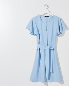 Niebieska sukienka Mohito z okrągłym dekoltem w stylu casual