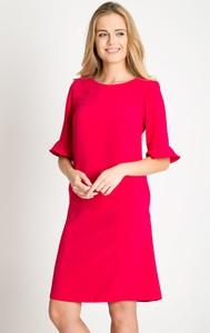 Różowa sukienka QUIOSQUE z długim rękawem z okrągłym dekoltem