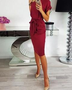 Czerwona sukienka Kendallme z dekoltem w kształcie litery v