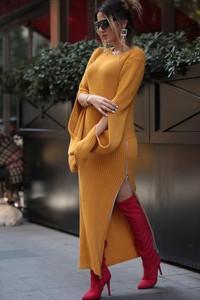 Żółta sukienka Ivet.pl z okrągłym dekoltem oversize w stylu casual