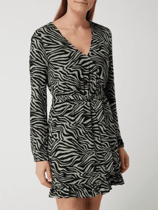 Sukienka Review mini z dekoltem w kształcie litery v