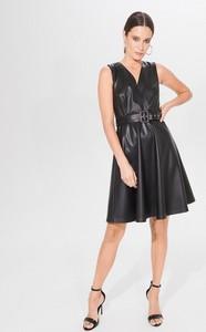 Czarna sukienka Mohito mini bez rękawów rozkloszowana
