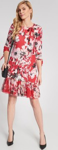 Sukienka QUIOSQUE mini w stylu casual z długim rękawem