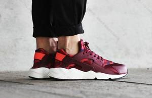 Czerwone buty sportowe Nike huarache