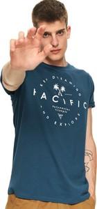 Zielony t-shirt Top Secret z krótkim rękawem z nadrukiem