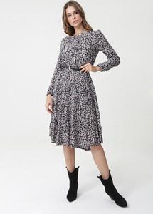 Sukienka born2be w stylu casual rozkloszowana z długim rękawem