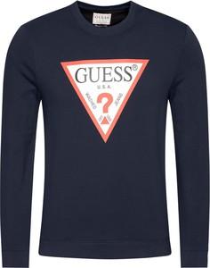 Granatowa bluza Guess z dresówki w młodzieżowym stylu