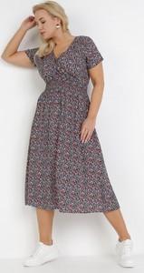 Granatowa sukienka born2be trapezowa z krótkim rękawem z dekoltem w kształcie litery v