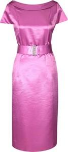 Różowa sukienka Fokus dopasowana midi