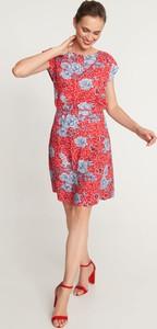 Czerwona sukienka QUIOSQUE mini z krótkim rękawem