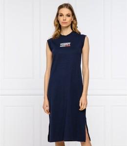 Sukienka Tommy Jeans bez rękawów z okrągłym dekoltem prosta