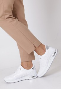 Buty sportowe Casu sznurowane z płaską podeszwą w sportowym stylu