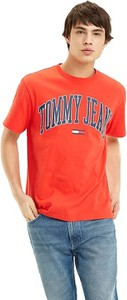 Czerwony t-shirt Tommy Jeans z krótkim rękawem w młodzieżowym stylu