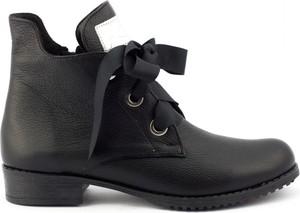 Czarne botki butyolivier.pl z płaską podeszwą w stylu casual sznurowane