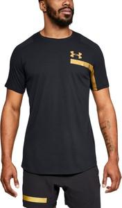 Czarny t-shirt Under Armour w sportowym stylu